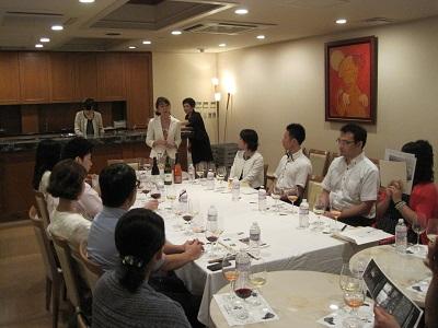 7/29 表参道の南青山ル・アンジェ教会でワイン会を開催致しました。                                                          【30代・40代の上質な結婚は東京の結婚相談所インフィニ 青山結婚予備校へ】