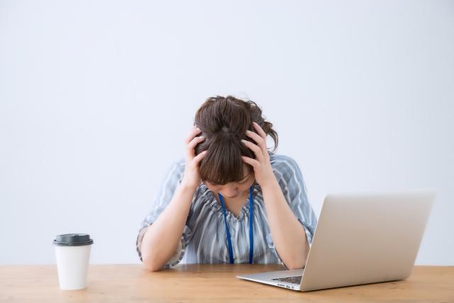 結婚相談所のトラブルで悩む女性